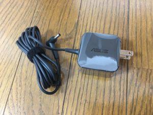 充電アダブターも小型